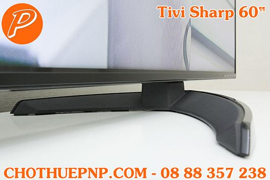 Tivi Sharp 60 Inch có chân đế vòng cung độc đáo